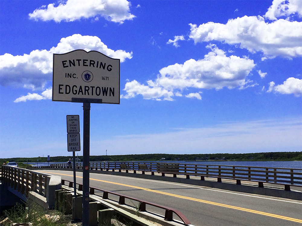 entering edgartown